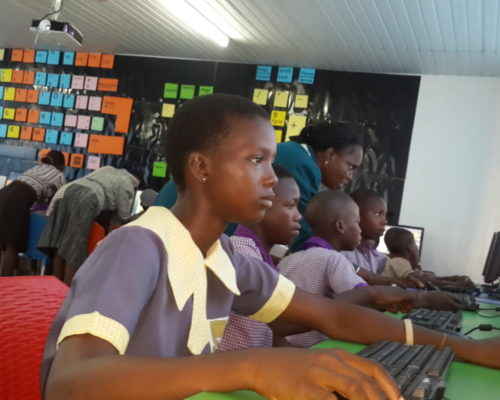 slum2school-africa-e-library-computer-lab-project-12